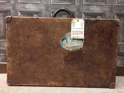 Lot 1666 - AN EARLY 20TH CENTURY LOUIS VUITTON LEATHER SUITCASE