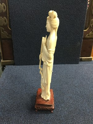 Lot 751 - A LATE 19TH/EARLY 20TH CENTURY CHINESE IVORY CARVING OF A FEMALE