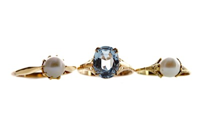 Lot 1372 - TWO PEARL RINGS AND A BLUE GEM SET RING