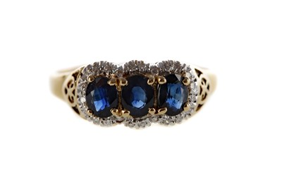 Lot 1374 - A BLUE GEM SET AND DIAMOND RING