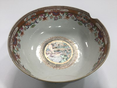 Lot 758 - AN EARLY 20TH CENTURY CHINESE VASE AND A BOWL