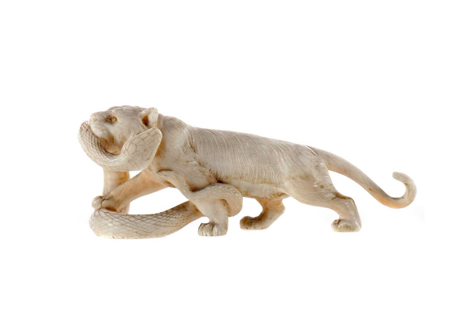 Lot 784 - AN EARLY 20TH CENTURY JAPANESE IVORY CARVING OF A TIGER AND SNAKE