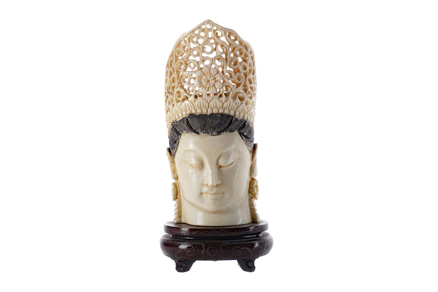 Lot 787 - AN EARLY 20TH CENTURY CHINESE CARVED IVORY HEAD