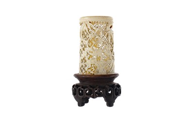 Lot 793 - AN EARLY 20TH CENTURY CHINESE CARVED AND PIERCED IVORY VASE