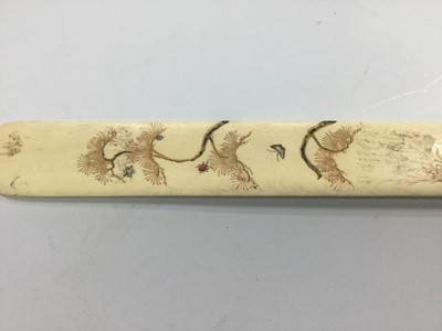 Lot 799 - A LATE 19TH/EARLY 20TH CENTURY JAPANESE SHIBAYAMA IVORY PAGE TURNER