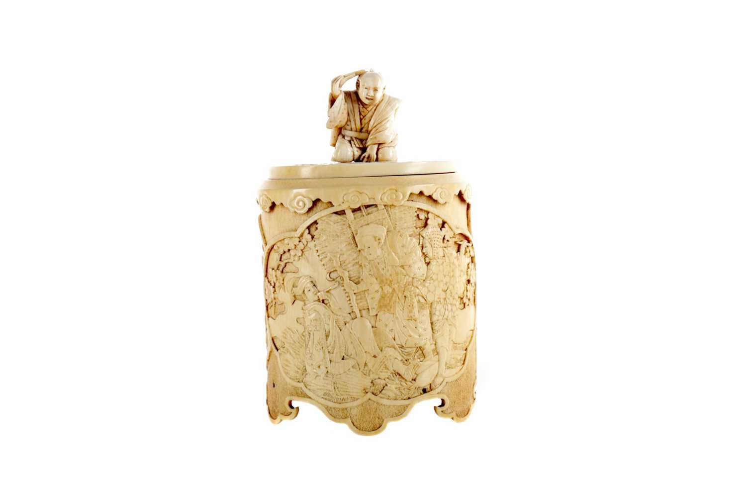 Lot 817 - AN EARLY 20TH CENTURY JAPANESE IVORY BOX