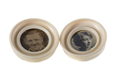 Lot 792 - A PAIR OF EARLY 2OTH CENTURY CIRCULAR IVORY PHOTOGRAPH FRAMES