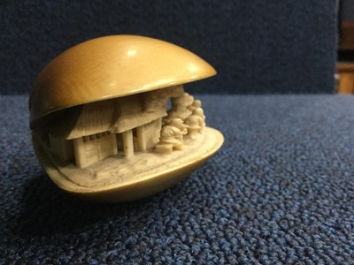 Lot 798 - AN EARLY 20TH CENTURY CHINESE IVORY CLAM SHELL CARVING