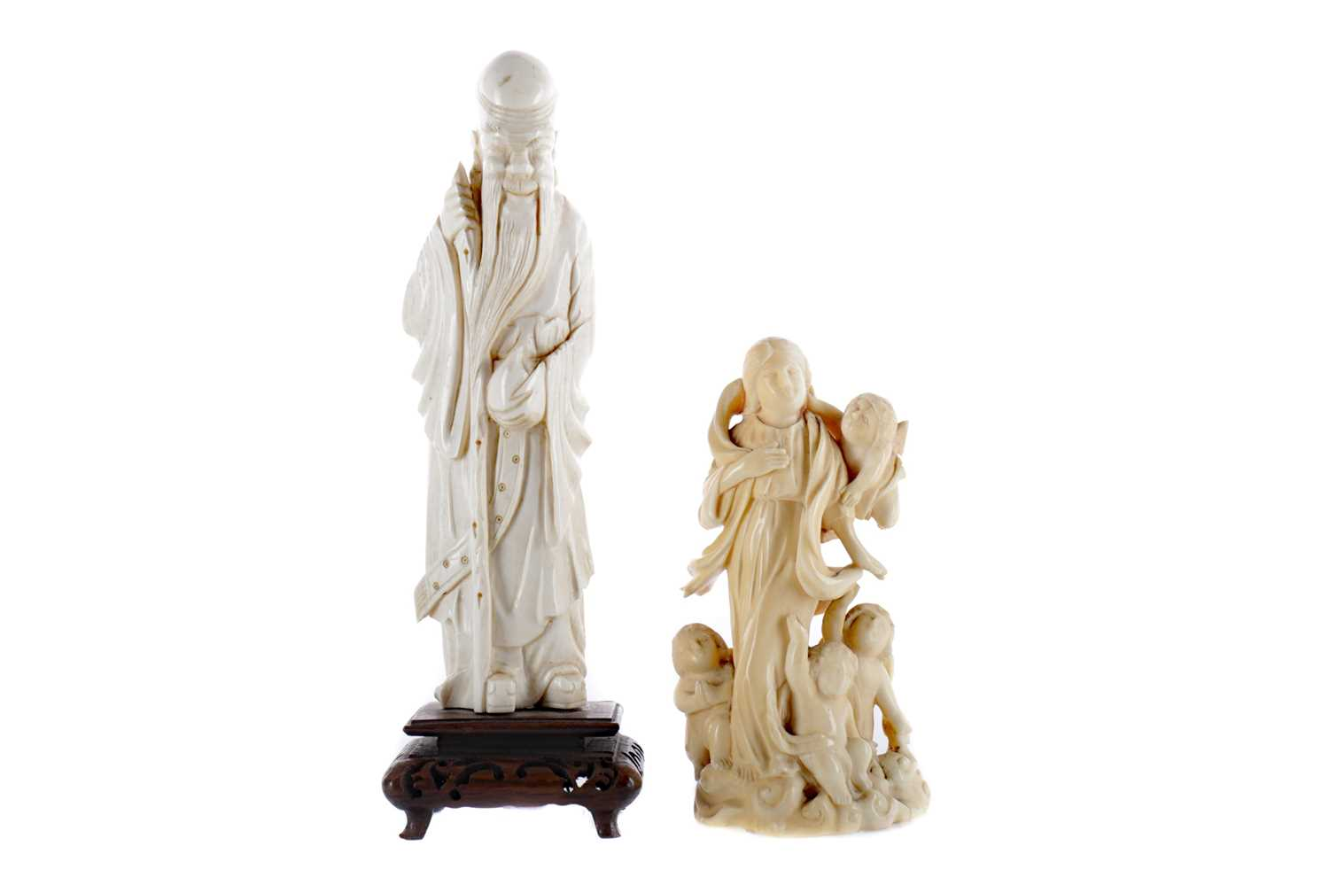 Lot 816 - AN EARLY 20TH CENTURY CHINESE CARVED IVORY FIGURE AND ANOTHER