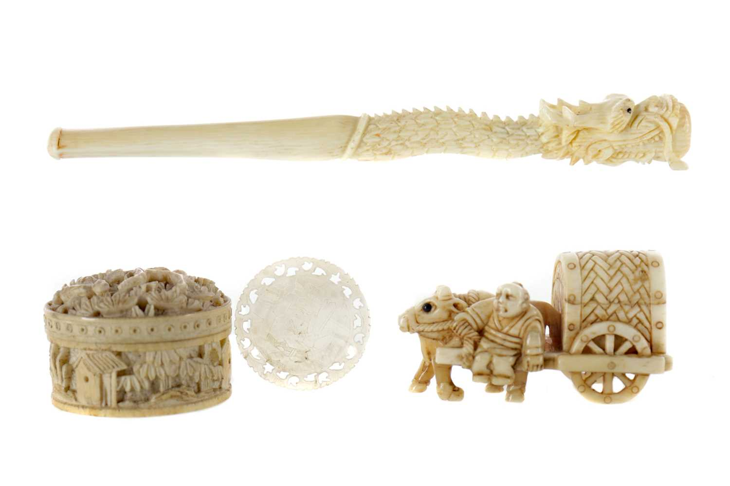 Lot 819 - AN EARLY 20TH CENTURY CHINESE IVORY CIGARETTE HOLDER AND OTHERS