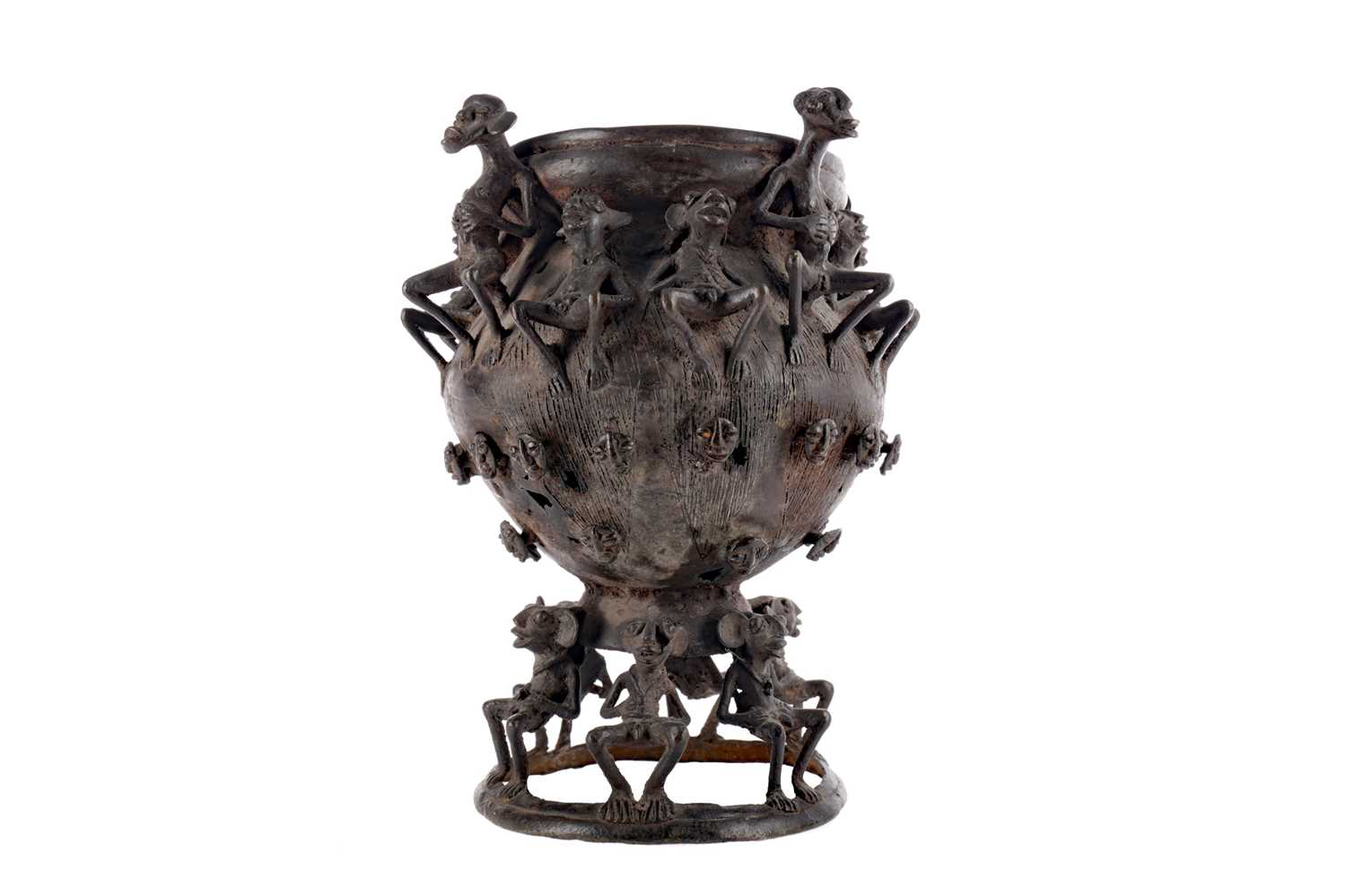 Lot 733 - AN EARLY 20TH CENTURY AFRICAN BALUSTER SHAPED VESSEL