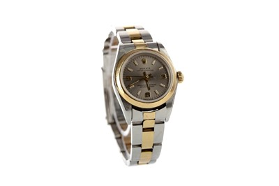 Lot 712 - A LADY'S ROLEX OYSTER PERPETUAL STAINLESS STEEL BICOLOUR AUTOMATIC WRIST WATCH