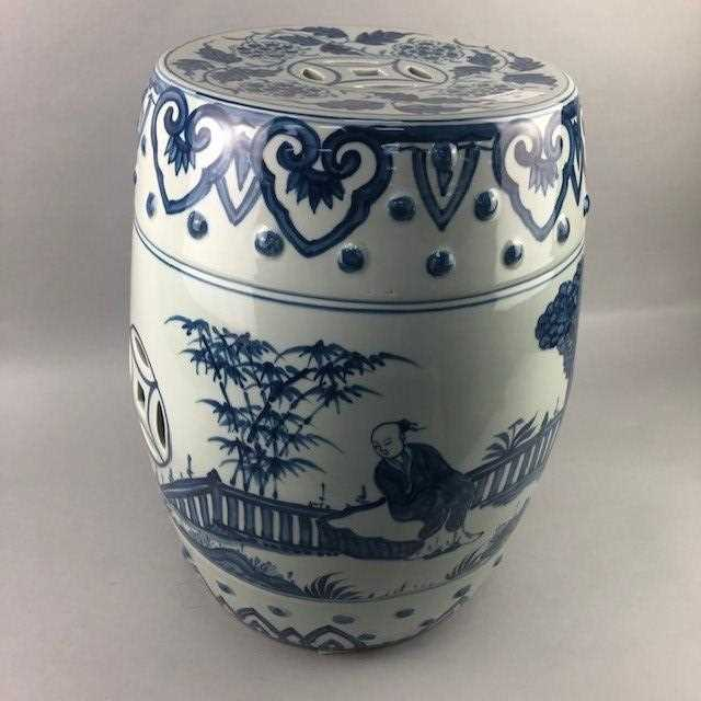 Lot 11 - A 20TH CENTURY CHINESE BLUE AND WHITE BARREL SHAPED GARDEN SEAT