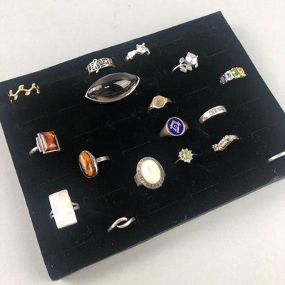 Lot 21 - A LOT OF SEVENTEEN RINGS