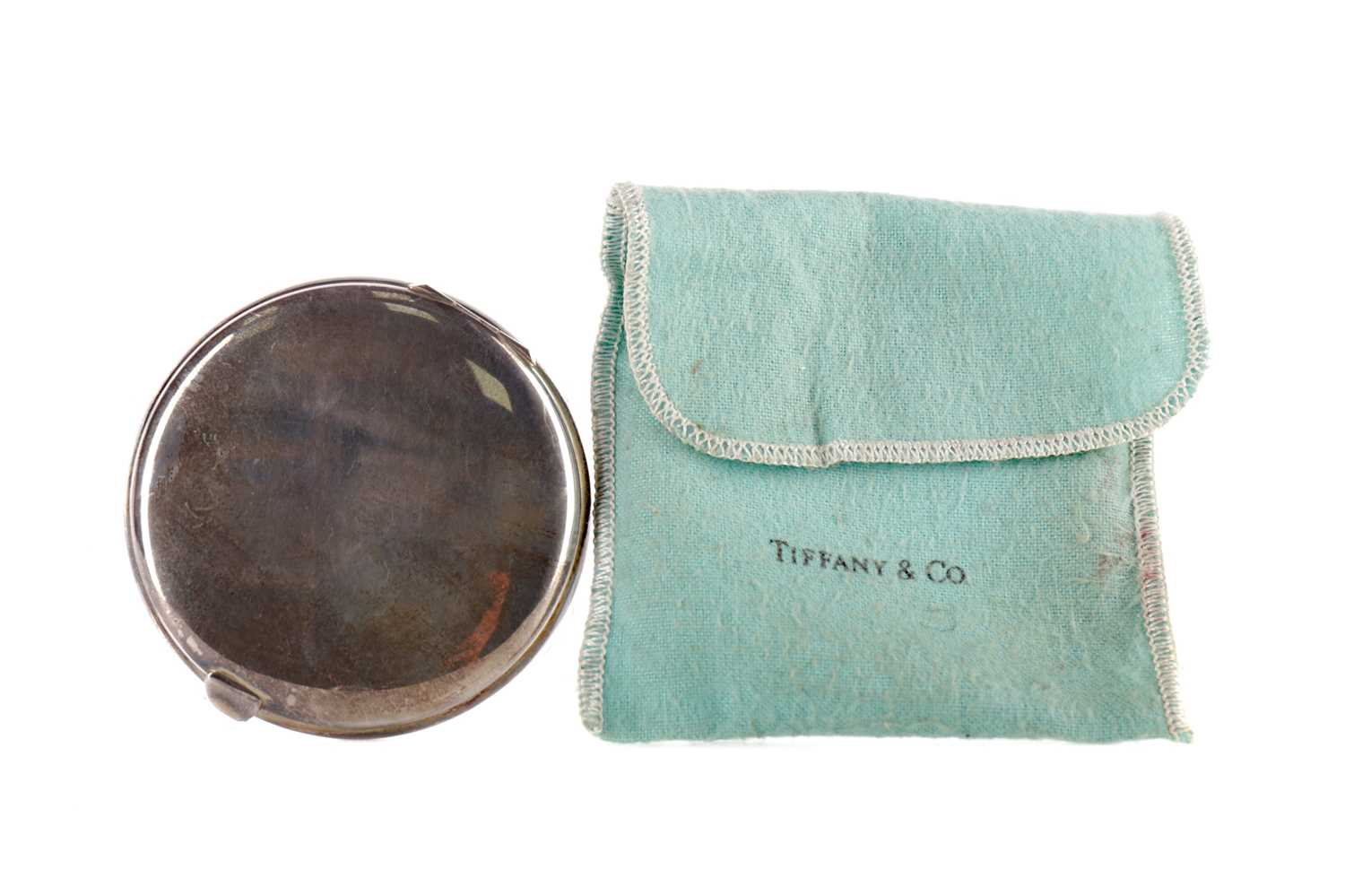 Lot 1709 - A STERLING SILVER CIRCULAR COMPACT BY TIFFANY & CO.