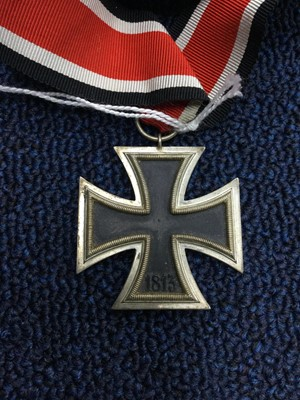 Lot 31 - A WWII GERMAN IRON CROSS