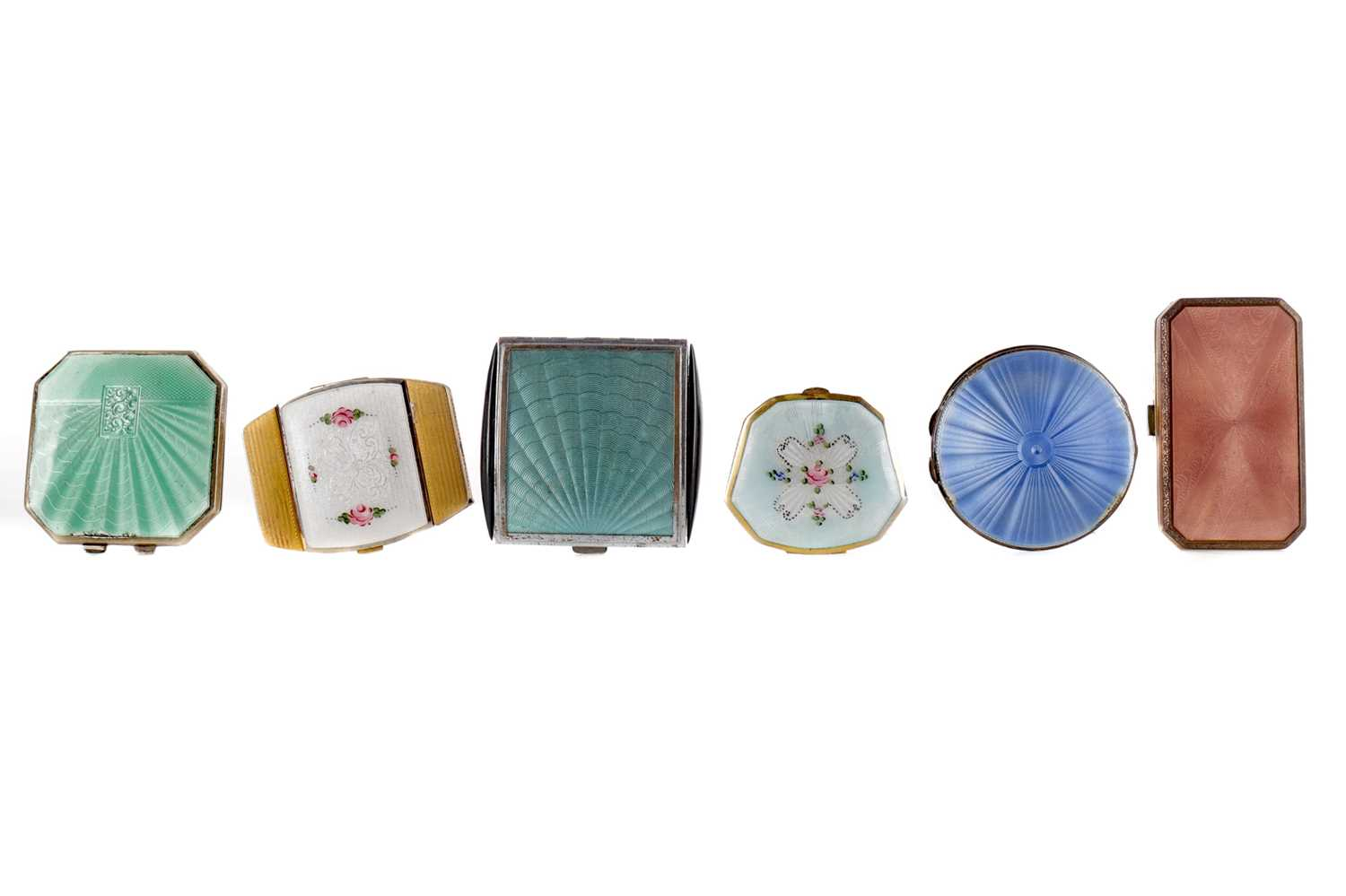 Lot 1717 - A LOT OF SIX COMPACTS INCLUDING A SILVER SQUARE COMPACT