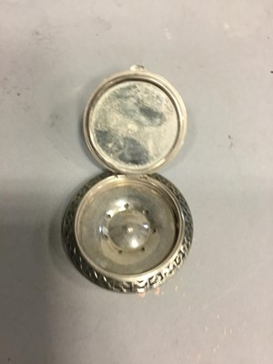 Lot 1721 - A LOT OF THREE COMPACTS