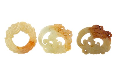 Lot 846 - A LOT OF THREE CHINESE HARDSTONE ARCHAIC STYLE AMULETS