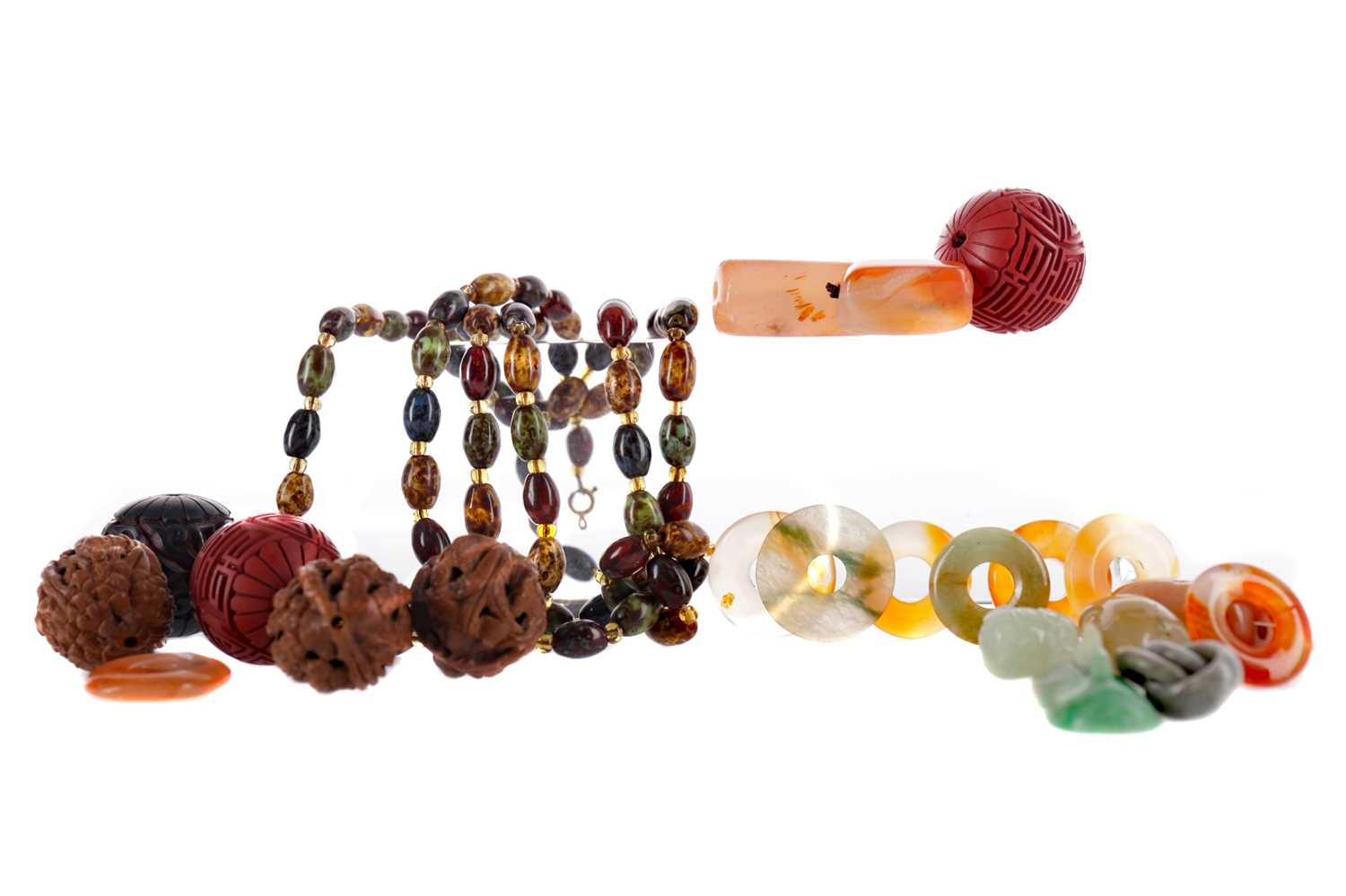 Lot 849 - A COLOURED HARDSTONE NECKLACE, HARDSTONE BEADS AND OTHER ITEMS