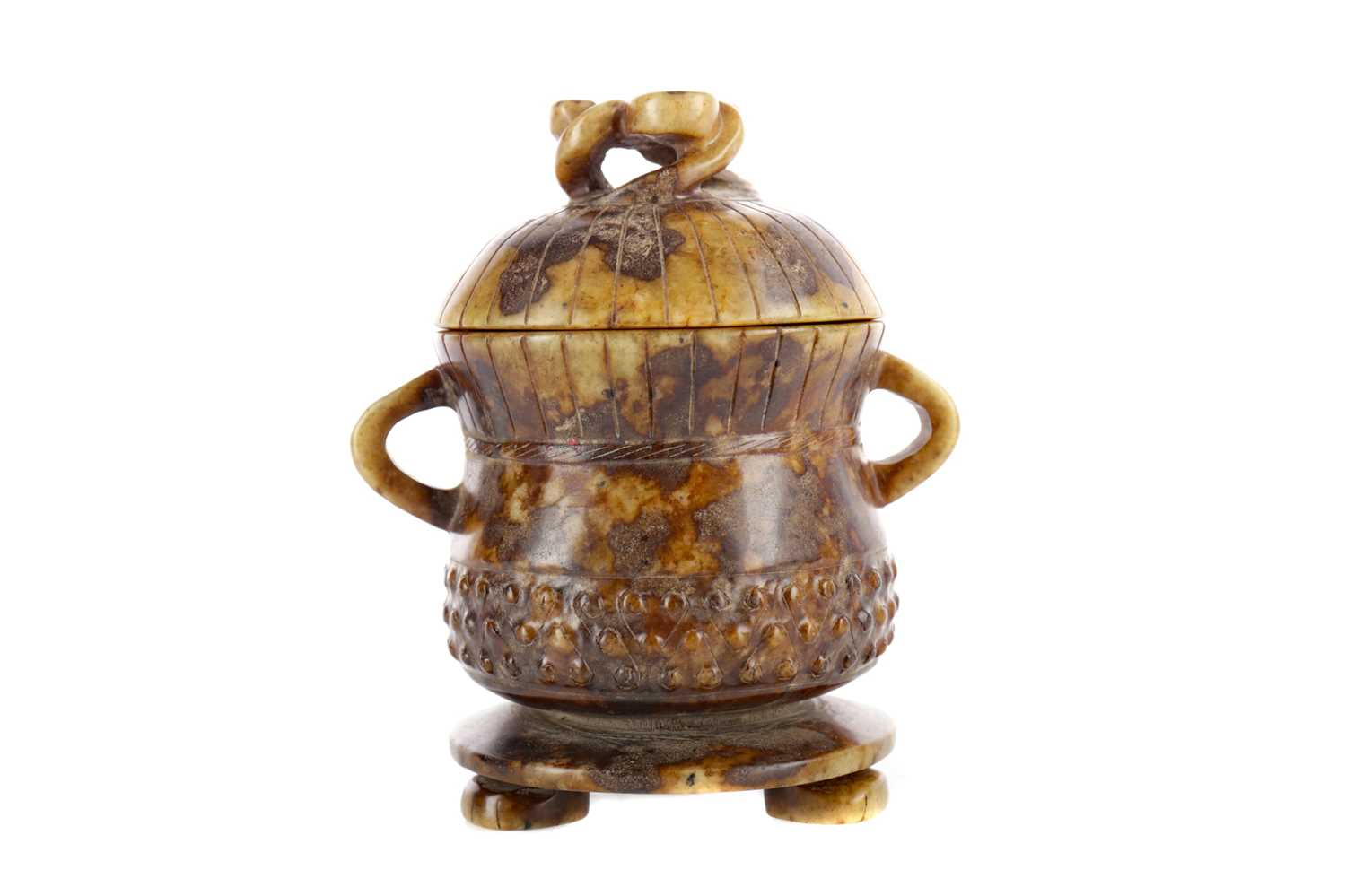 Lot 857 - A 20TH CENTURY CHINESE JADE LIDDED VESSEL