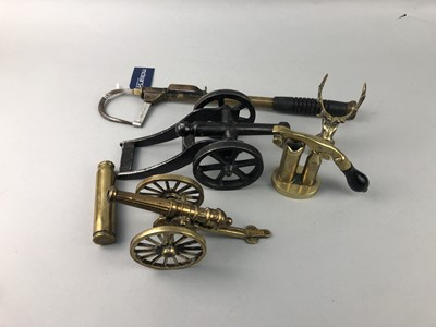 Lot 36 - A LOT OF BRASS WARE INCLUDING A FISHING GAFF
