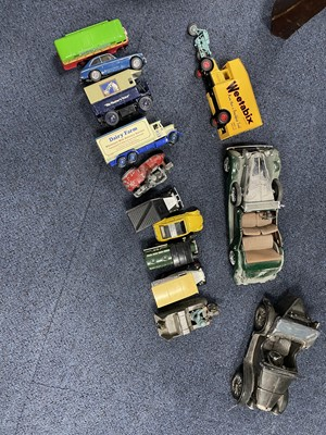 Lot 52 - A LOT OF DIE CAST AND OTHER VEHICLES
