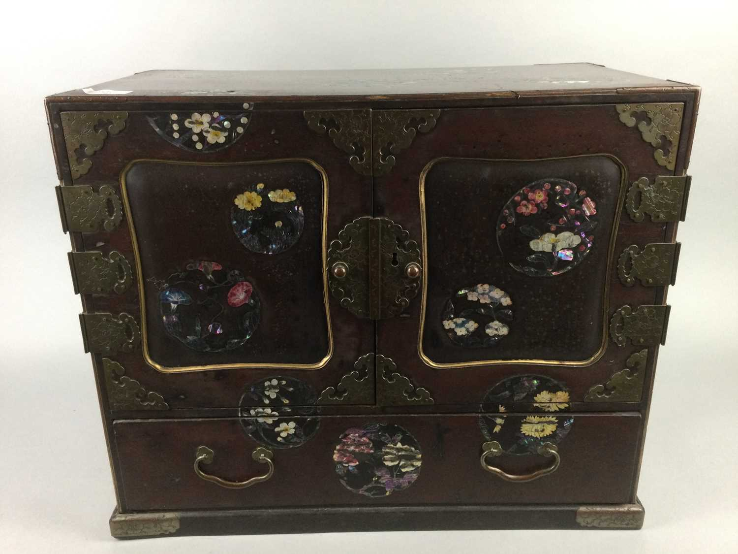 Lot 705 - AN EARLY 20TH CENTURY CHINESE LACQUERED TABLE CABINET