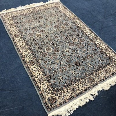 Lot 118 - A 20TH CENTURY RUG