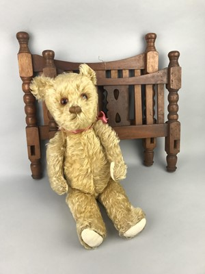 Lot 122 - A VINTAGE DOLL COT, TEDDY BEAR AND OTHER TOYS