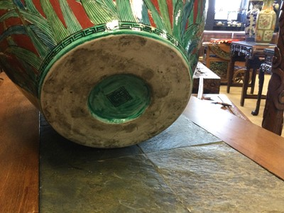 Lot 709 - A LARGE JAPANESE VASE