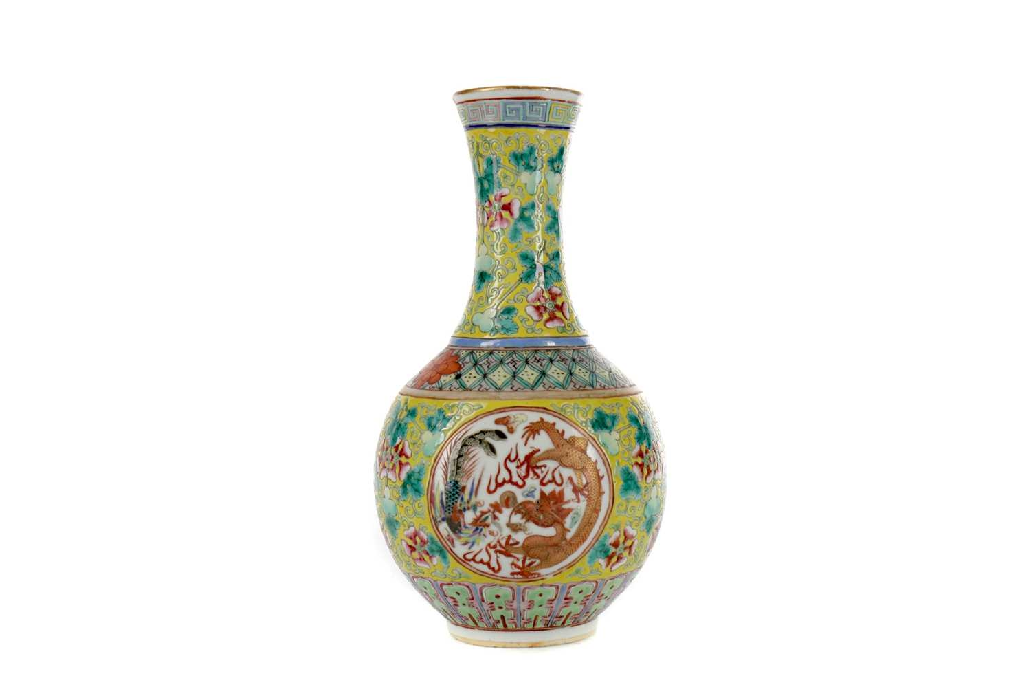 Lot 722 - A 19TH CENTURY CHINESE FAMILLE JAUNE