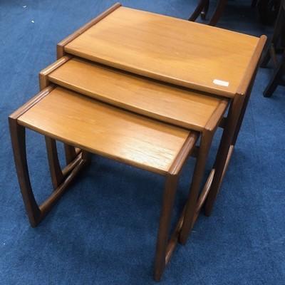 Lot 176 - A RETRO NEST OF THREE TABLES