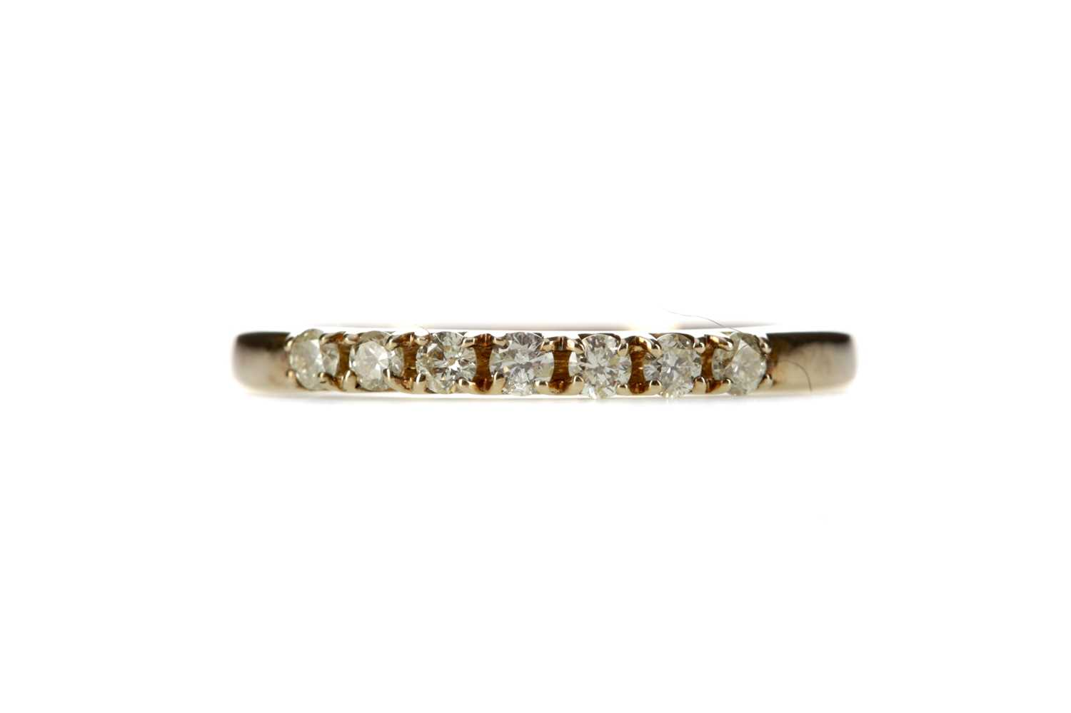 Lot 325 - A DIAMOND SEVEN STONE RING