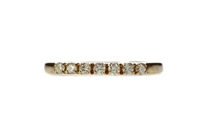 Lot 325 - A DIAMOND SEVEN STONE RING
