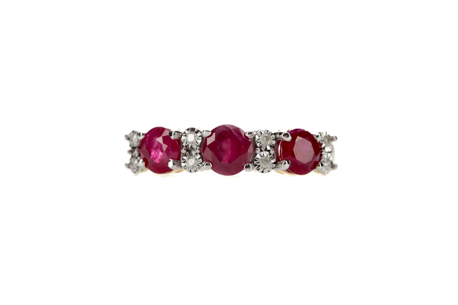 Lot 330 - A RUBY AND DIAMOND RING