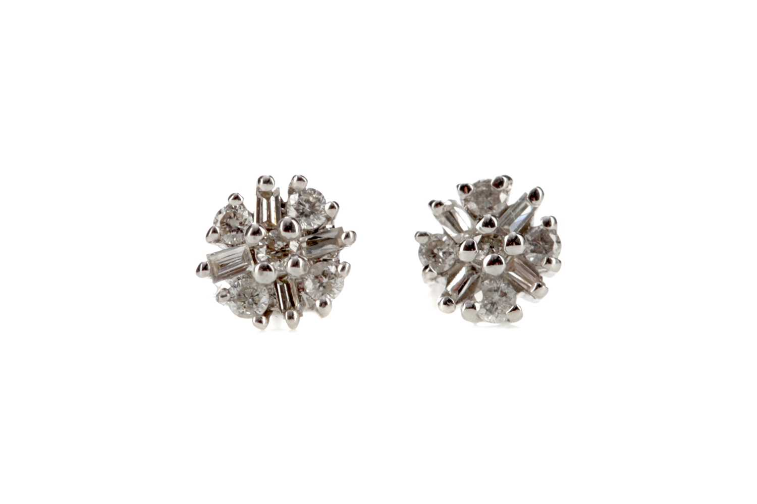 Lot 348 - A PAIR OF DIAMOND STUD EARRINGS