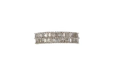 Lot 361 - A DIAMOND RING