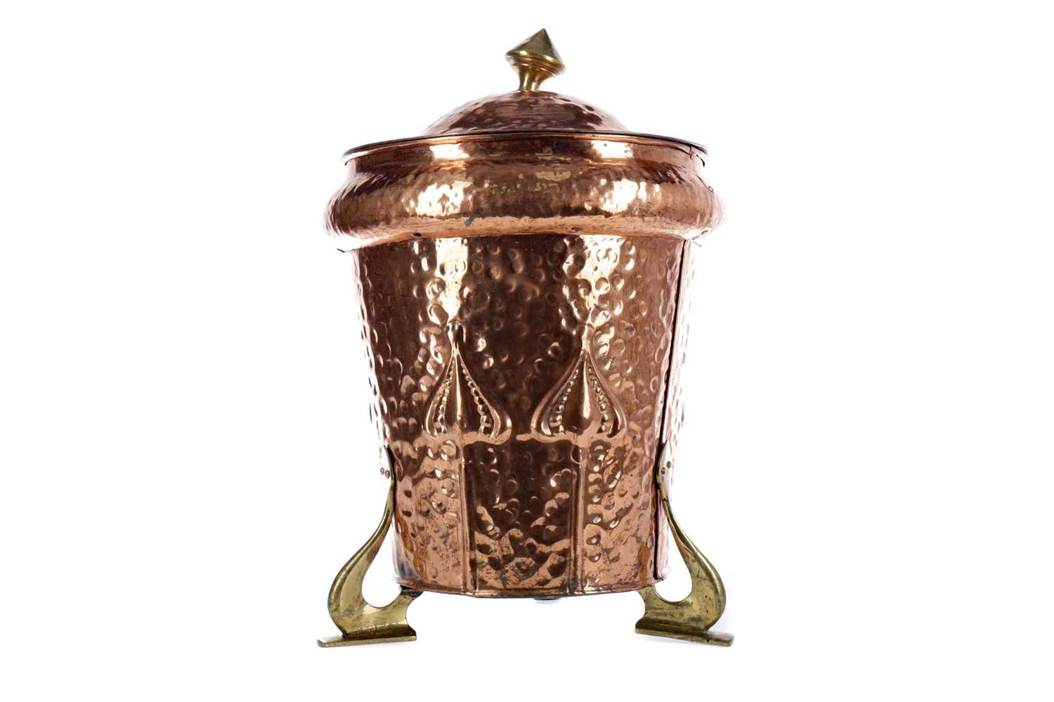 Lot 1330 - AN ARTS & CRAFTS HAMMERED COPPER COAL BIN AND COVER