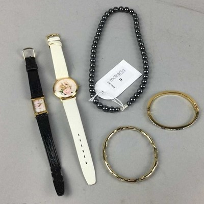 Lot 9 - A LOT OF JEWELLERY AND WATCHES