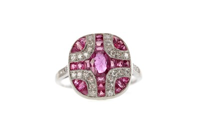 Lot 363 - A RUBY, SPINEL AND DIAMOND RING