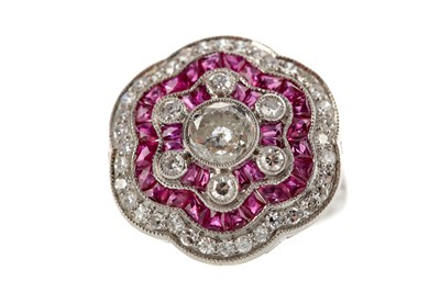 Lot 368 - A RUBY, SPINEL AND DIAMOND RING