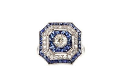Lot 372 - A SAPPHIRE AND DIAMOND RING
