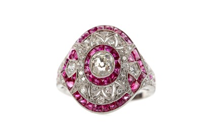 Lot 387 - A RUBY, SPINEL AND DIAMOND RING