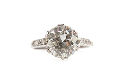 Lot 394 - AN OLD EUROPEAN CUT DIAMOND RING WITH WGI CERTIFICATE