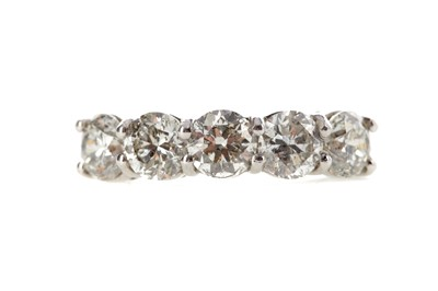 Lot 412 - A DIAMOND FIVE STONE RING