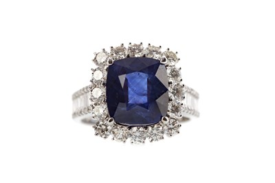 Lot 446 - A SAPPHIRE AND DIAMOND RING