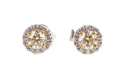 Lot 453 - A PAIR OF DIAMOND CLUSTER EARRINGS