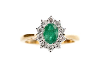 Lot 458 - AN EMERALD AND DIAMOND CLUSTER RING