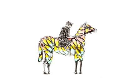 Lot 463 - A PLIQUE A JOUR HORSE AND JOCKEY BROOCH